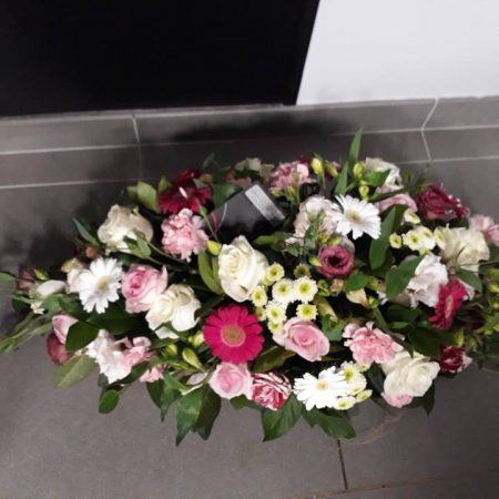 Raquette de fleurs coupées tons roses