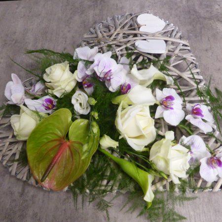 Coeur osier avec fleurs coupées
