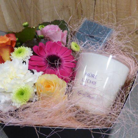 Coffret cadeau composition de fleurs coupées avec bougie parfumée